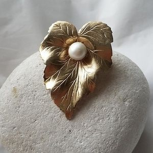 Sarah Coventry Vintage Pin